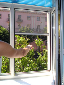 Купить москитную сетку на пластиковые окна в Луганске