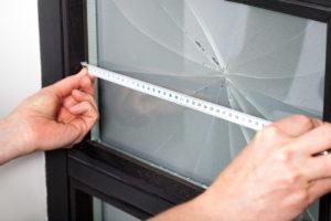 Замена стекла в стеклопакете невозможна (точнее бессмысленна)
